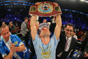 Chris-Algieri-holding belt