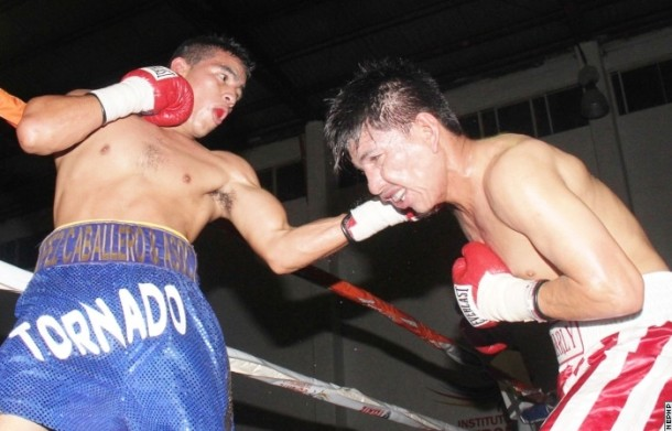 David Sanchez (L) against Carlos Valenzuela
