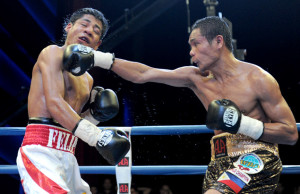 Donnie Nietes (r) defends his WBO title Saturday