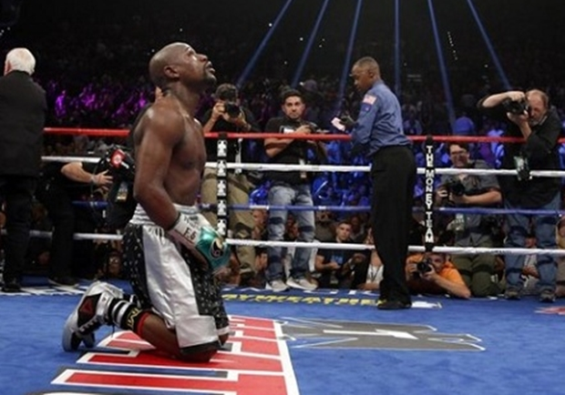 mayweather kneeling after berto fight
